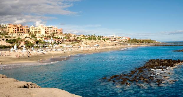 Costa Adeje | Een prachtig plaatsje zeker een bezoek waard: www.tenerifereis.nl/klimaat-en-omgeving/costa-adeje